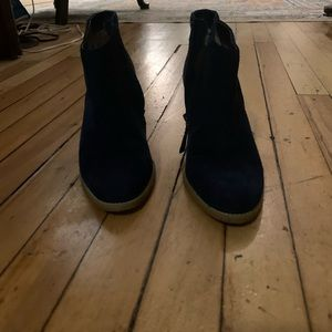 Susina navy suede ankle bootie—size 7